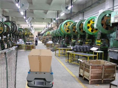 米海AGV机器人应用在五金制品行业