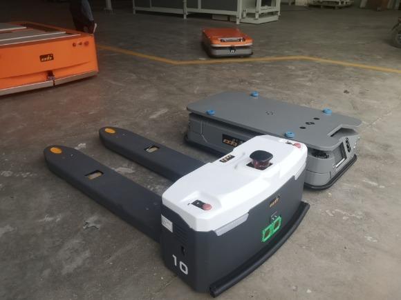 SLAM导航AGV搬运机器人的应用