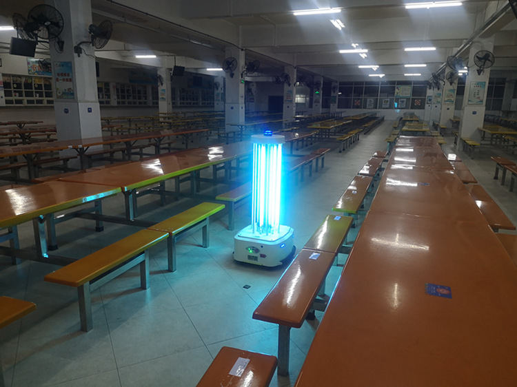 紫外线消毒机器人